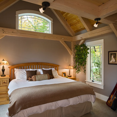 Black Canyon Builders, Durango, CO courtesy Woodhouse Timber Frame Company, bedroom